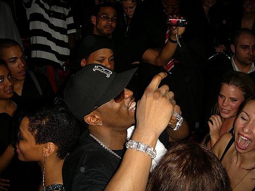 Francisco Rangel Escobar muestra imagen de P.Diddy en concierto